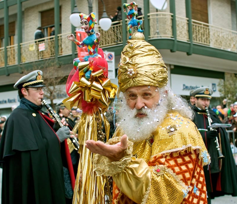 Everyone is a participant during Carnevale! Photo by Roberto (flickr)